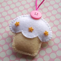DIY felt cupcake ornament
