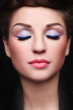 Here's the latest eye makeup trends 2014 as this year is all about statement peepers. We give our eye makeup tips so you can bat those eyelashes in style. Eyebrow Makeup Tips, Permanent Makeup Eyebrows, Eye Brows, All Things Beauty, Beauty Make Up, Beauty Tips, Makeup Trends 2014, Make Up Ojos, Makeup Gallery