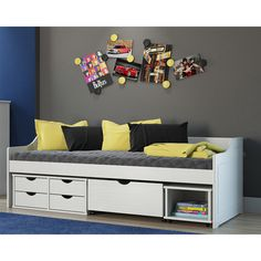 Para decorações modernas no quarto os modelos de sofá cama são ótimas opções! As gavetas e os nichos ainda auxiliam na organização do ambiente.