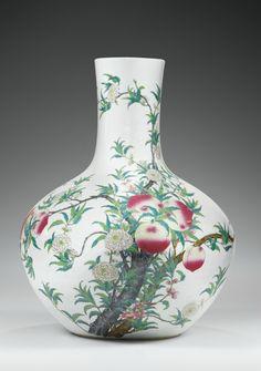 Vaseaux neuf pêches en porcelaine de la Famille Rose Dynastie Qing, XIXesiècle