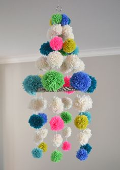DIY Crafts with Pom Poms - Pom Pom Chandelier - Fun Yarn Pom Pom Crafts Ideas. Garlands, Rug and Hat Tutorials, Easy Pom Pom… Crafts For Teens, Projects For Kids, Diy And Crafts, Craft Projects, Pom Pom Crafts, Yarn Crafts, Sewing Crafts, Diy Pompon, Pochette Rose