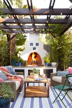 Mission Style patio on a California bungalow featuring a vine-wrapped pergola and outdoor fireplace Spanish Style Homes, Spanish House, Spanish Tile, Spanish Backyard, Spanish Courtyard, Mission Style Homes, Spanish Home Decor, Spanish Kitchen, Spanish Garden