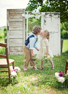 Old doors, cute kids, casual vintage.... What more could a girl ask for??!?!