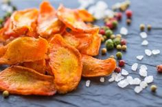 Don't revert to old snacking habits once you finish cleansing. Bake these carrot chips so you can snack deliciously and guilt-free! Raw Vegan Recipes, Organic Recipes, Mexican Food Recipes, Snack Recipes, Healthy Recipes, Baked Carrot Chips, Baked Carrots, Benefits Of Organic Food, Health Benefits