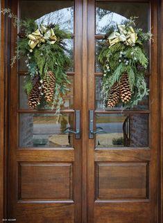 Christmas Front Doors, Christmas Door Decorations, Christmas Lights, Christmas Holidays, Christmas Wreaths, Christmas Crafts, Christmas 2019, Christmas Entryway, Burlap Christmas