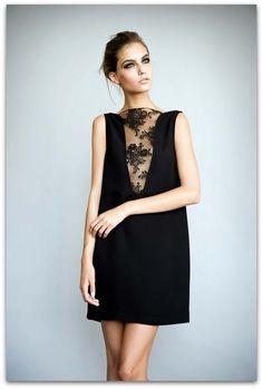 Простое платье с красивым кружевом под красивые глаза