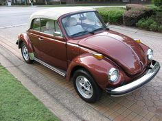 This was my moms car growing up. Oh the memories of driving over to Santa Cruz. Hers had hand done pink pinstripping. So Champagne Edition volkswagon Convertable Vw Cabriolet, Van Vw, Vw Beetle Convertible, Vw Super Beetle, Vw Classic, Vw Group, Best Muscle Cars, Vw Cars, Vw Beetles