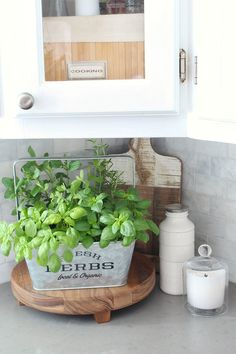 Use a fresh herb garden to add color to your summer kitchen . - Use a fresh herb garden to add color to your summer kitchen. Nice to look at … - Colorful Kitchen Decor, Kitchen Colors, Home Decor Kitchen, Country Kitchen, Kitchen Design, Kitchen Ideas, Decorating Kitchen, Kitchen Staging, Kitchen Images