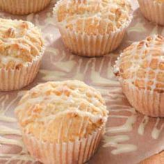 White Chocolate Macadamia Muffins Recipe -I love making muffins because they are so versatile and everyone loves them. These sweet muffins remind me of one of my favorite cookies. They're real kid-pleasers. Muffin Recipes, Bread Recipes, Baking Recipes, Dessert Recipes, Desserts, Breakfast Recipes, White Chocolate Macadamia, White Chocolate Chips, Chocolate Chip Muffins