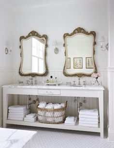 Well hello there my friends..... it has been quite awhile I am still here :) how about a little bathroom eye candy while I cat...