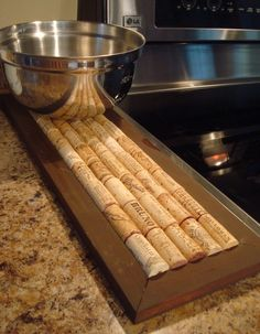 Hot pot holder with wine corks - a frame, a glue gun, and corks. Functional & Cute!