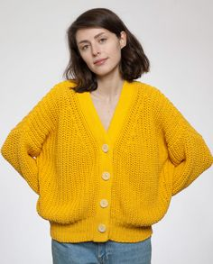 Cotton cardigan made in Spain. Thick yarn knitted in a beautiful and flattering shape. Garment dyed locally in sustainable ways: reducing water usage, no toxic waste and GOTS certified colouring.