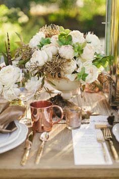 Crushing on this Copper Place Setting! | See More Ideas: http://thebridaldetective.com/the-ultimate-guide-to-metallics/
