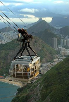 Cable car up to Sugarloaf Mountain, Rio de Janeiro, Brazil (by Damon Tighe).