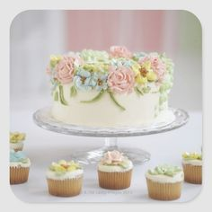 Learn how to make frosting flowers at home. This photo tutorial demonstrates how to create simple frosting flowers using buttercream or royal icing. Pear And Almond Cake, Almond Cakes, Rolled Fondant Recipe, Fondant Recipes, Fondant Icing, Icing Recipe, Frosting Flowers, How To Make Frosting, Rolling Fondant