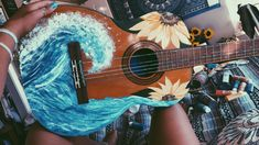 Painted old guitar waves and sunflowers acrylic paint DIY. Things / ideas to do with an old guitar Guitar Painting, Diy Painting, Painting & Drawing, Guitar Art Diy, Guitar Drawing, Arte Do Ukulele, Ukulele Songs, Ukulele Chords, Ukelele Painted