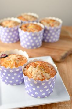 There is nothing better than a low syn cake to enjoy with a cuppa, and these moist delicious Blueberry Muffins are the perfect treat. Slimming World Carrot Cake, Slimming World Muffins, Slimming World Recipes, Low Syn Cakes, Biscuit Bread, Slimming Eats, Bread Cake, Pudding Cake, Blue Berry Muffins