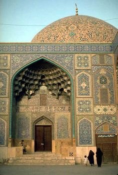 The Mosque of Shaykh Lutfallah: The richly tiled portal of the Mosque topped with the off-axis golden tiled dome | Flickr - Photo Sharing!