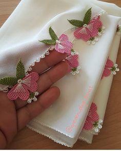 """Instagram'da REKLAM VE TANITIM SAYFASI: """"#oya#reklam#iğneoyası#igne#tigoyasi#elemeği#göznuru#gelin#damat#dügün#çeyiz#bohça#dügünhazırlıkları#aşk#havlukenarı#dantel#emek#instagram#l…"""" Hand Embroidery Videos, Hand Embroidery Stitches, Embroidery Designs, Baby Knitting Patterns, Crochet Patterns, Crochet Hammock, Saree Tassels Designs, Woolen Craft, Handmade Rakhi"""