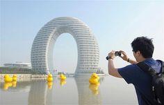 Sheraton Huzhou Hot Spring Resort, o Moon Hotel (Hotel Luna)
