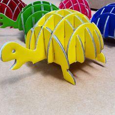 turtle cardboard penholder from Karton Cardboard Animals, Cardboard Paper, Cardboard Crafts, Paper Toys, Paper Crafts, Craft Stick Crafts, Diy And Crafts, Crafts For Kids, 3d Puzzel
