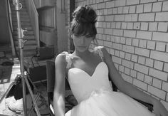 I am IN LOVE with this dress and everything Inbal Dror designs!!  Robe de mariée Inbal Dror - Le Syndrome de la Robe Blanche