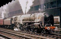 Trackside Classic: 1951 British Railways Pacific No 70000 Britannia – Nationalised Pride Steam Trains Uk, Old Steam Train, Diesel Locomotive, Steam Locomotive, Time Travel Machine, Holland, Work Train, Steam Railway, Electric