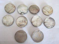 10 Stück Perlmutt-Knöpfe mit Öse,Silbergrau,Durchmesser ca.38 mm,Neu,Naturprodukt,Verwachsungen,Lübecker Knopfmanufaktur von Knopfshop auf Etsy