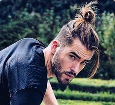 الشعر الطويل للرجل في المنام لابن سيرين والنابلسي وابن شاهين Man Bun Undercut, Man Bun Haircut, Fade Haircut, Mens Long Hair Undercut, Undercut Fade, Ponytail Hairstyles For Men, Undercut Hairstyles, Haircuts For Men, Men's Hairstyles Long