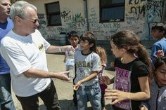 Od začiatku katastrofy sa OZ Človek v ohrození angažovalo vo viacerých projektoch na pomoc postihnutým ľuďom. Vyhlásili sme zbierku, naša pracovníčka navštívila postihnuté oblasti, zastrešili sme benefičný koncert. Doteraz sme vyzbierali cca 6.500 eur, ktoré proporcionálne použijeme pre pomoc v Srbsku a v Bosne a Hercegovine. Nasa, Couple Photos, Couples, Couple Shots, Couple Photography, Couple, Couple Pictures