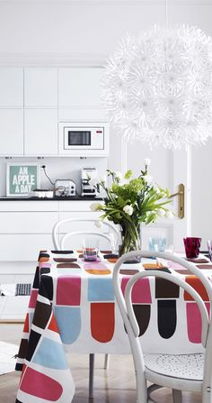 Colorful touches for your white kitchen