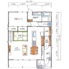 . 【ボツプラン132】 1階の間取りは設計したことがないパターンやったので、戸惑いました。窓の配置や大きさはいい感じやと思います。 . 土間収納もあるしキッチン裏に収納部屋もあって収納多い気がするけど、ほぼ通路部分やから1階の実質的な収納スペースは少ないですよね。 . あと気になるのが玄関ホールやね。奥行きが45cm程度のホールは狭すぎやと思う。ホールというより踏み板みたいな感じやな。ホールからLDKに入るドアは引き戸一枚だけであとは壁やけど、45cmのスペースを何に使うのか想像つかなかった。 . . #collabohouse #コラボハウス #間取り #間取り図 #設計図 #設計士 #設計士とつくる家 #住宅 #住宅設計 #自由設計 #住宅間取り #住宅外観 #住宅デザイン #デザイン住宅 #注文住宅 #新築 #新築一戸建て #家づくり #myhome #マイホーム #スキップフロア #ボツプラン