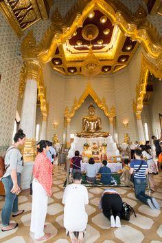 Visiting the Golden Buddha at Wat Traimit, Bangkok