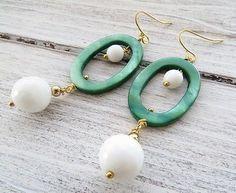 Orecchini madreperla verde e agata bianca, gioielli con pietre dure bijoux