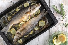 Branzino al forno Real Food Recipes, Healthy Recipes, Christmas Dishes, 1200 Calories, Fish And Seafood, Buffet, Omega 3, Xmas Ideas, Tactical Gear