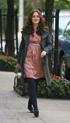 1x09 I love the arm slits and her big head of curls.    Lorick Spring 2008 dress.