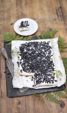 Valkosuklaa-mustikkapiirakka   Meillä kotona Nordic Recipe, Finnish Recipes, Sweet Pastries, Sweet Pie, Healthy Cake, Piece Of Cakes, Sweet And Salty, Yummy Cakes, No Bake Cake