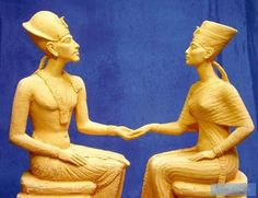 very brilliant done modern statue of Akhenaten and Nefertiti, I´m impressed!