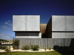 Wolveridge Architects has a great body of work but the Torquay House stood out to me. The combination of materials on the exterior Australian Architecture, Residential Architecture, Contemporary Architecture, Architecture Details, Interior Architecture, Australian Houses, Melbourne Architecture, Beautiful Architecture, Double Story House