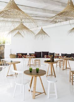 "Sculptural and functional! Love these gorgeous flat weave basket lights at San Giorgio hotel in Mykonos. have some excellent frayed basket lights called the ""Coron"" series - a perfect substitution for those dreamy beach vibes Restaurant Bar, Decoration Restaurant, Restaurant Design, Luxury Restaurant, Mykonos Hotels, Mykonos Greece, Santorini, Outdoor Spaces, Outdoor Living"