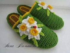 Tina's handicraft : 30 designs for crochet slippers Crochet Baby Shoes, Crochet Slippers, Crochet Stitches, Knit Crochet, Crochet Books, String Art Tutorials, Crochet Carpet, Baby Shoes Pattern, Ribbon Design