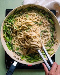 Lemon Asparagus, Asparagus Pasta, Vegan Vegetarian, Vegetarian Recipes, Vegan Keto, Vegan Pasta, How To Cook Pasta, Plant Based Recipes, Fresh Herbs