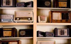 O que está acontecendo com as emissoras de rádio no Brasil - PEDRO ANTÔNIO - Sempre viajei buscando emissoras diferentes, tentando saber das novidades musicais e das notícias de cada uma das cidades por onde passava. Confesso que não dá mais. Você muda e muda de emissora e parece que está sempre na mesma! O jeito de falar do locutor e a programação é idêntica. A música é uma só. A opção de escolha acabou.