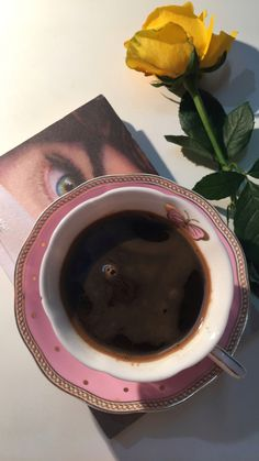 Coffee Is Life, I Love Coffee, My Coffee, Coffee Drinks, Ramadan Crafts, Coffee Instagram, Cute Cups, Coffee Photography, Coffee And Books
