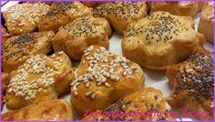 ΚΡΑΚΕΡΑΚΙΑ ΜΕ ΤΥΡΙ ! Ένα υγιεινό σνάκ για όλη την οικογένεια !  Εύκολα σπιτικά κράκερς με τυρί που δεν θα μπορείς να σταματήσεις να τα τρως !!!  Ιδανικά και για παιδικό πάρτι ! Απλά... υπέροχα ! Muffin, Breakfast, Food, Morning Coffee, Essen, Muffins, Meals, Cupcakes, Yemek