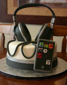 ~For your favorite teen ~Headphones and Ipod cake Pretty Cakes, Cute Cakes, Beautiful Cakes, Yummy Cakes, Amazing Cakes, Unique Cakes, Creative Cakes, Fondant Cakes, Cupcake Cakes