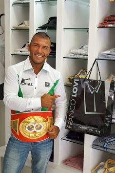 """Gold Medal for Franco Lovi beating a new record of """"Made to Measure ...."""": Intercontinental Champion boxing Samuel Esposito"""