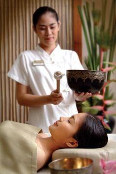 Tibetan Sound Therapy - RarinJinda Wellness Spa in Bangkok, Thailand. Wellness Spa, Wellness Center, Thai Massage, Massage Art, Relax, Massage Therapy, Spa Therapy, Sound Healing, Marriott Hotels