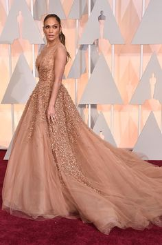 Jennifer Lopez stunning in Elie Saab Haute Couture gown attends the Oscar Awards 2015.