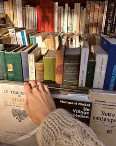 Book Aesthetic, Aesthetic Pictures, Images Esthétiques, Study Motivation, Love Book, Dream Life, Gabriel, Book Worms, Book Lovers